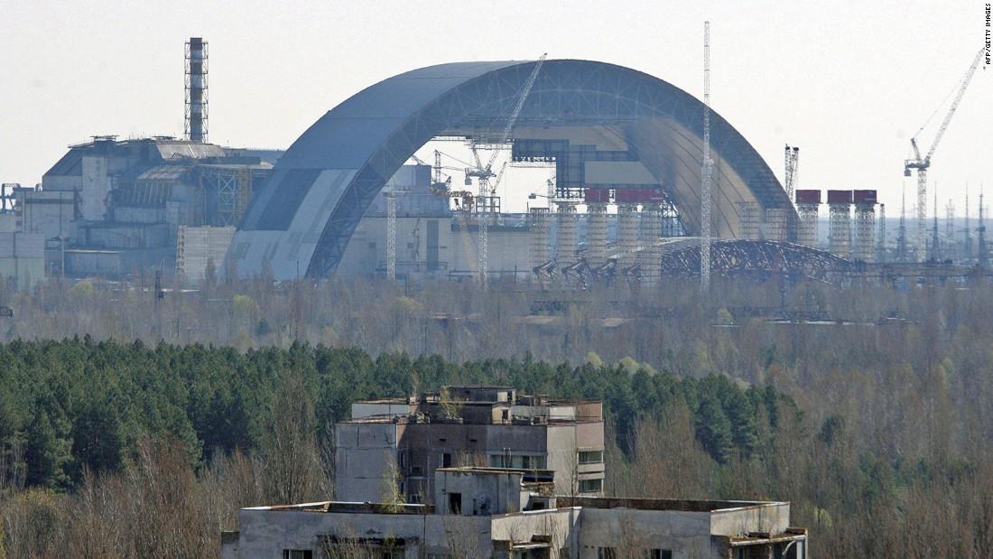 Το Τσερνομπιλ το 2015 λίγο πριν την ολοκλήρωση της κατασκευής της νέας σαρκοφάγου